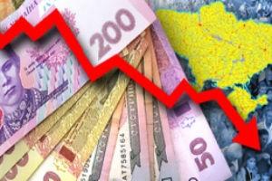В последнее время очень большое количество экспертов начали говорить о необходимости плавной девальвации гривны. Своим мнением поделился и президент Украинского аналитического центра Александр Охрименко. При девальвации гривны автоматически произойдет стимуляция роста ВВП, поскольку инвесторы обнаружат дополнительные деньги, которые будут потрачены на реальный сектор экономики. Должен начатсярост экономики, а это уже шанс восстановить баланс.  Кроме этого, случится реальный удар по импорту – из-за разницы курсов, цена на иностранные товары существенно поднимется и большое количество граждан Украины будут вынуждены покупать более дешевую продукцию отечественного производителя. Это будет стимулировать экономику, так как у производителей появится постоянный рынок сбыта. По словам эксперта, украинская экономика от девальвации выиграет. А что же ждет граждан Украины? Украинцы хотят иметь стабильную национальную валюту, которая при имеющем уровне дохода позволит обеспечить себе пропитание, одежду, жилье и все, что необходимо для жизни. Девальвация национальной валюты вряд ли поспособствует этому, не так ли? Охрименко уверен, девальвировать гривну нужно плавно. Если девальвация национальной валюты будет максимум на 10 процентов в год, то простые граждане Украины рост цен не заметят.