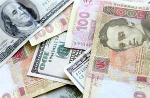 Валютные переводы переводят в гривну – кому это выгодно?