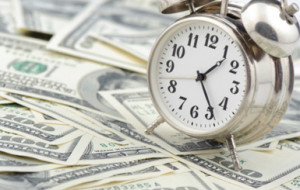 Эксперт: Правительство планирует арестовать валютные вклады украинцев