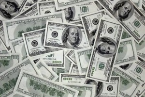В украинских банках доллара хватает уже не всем