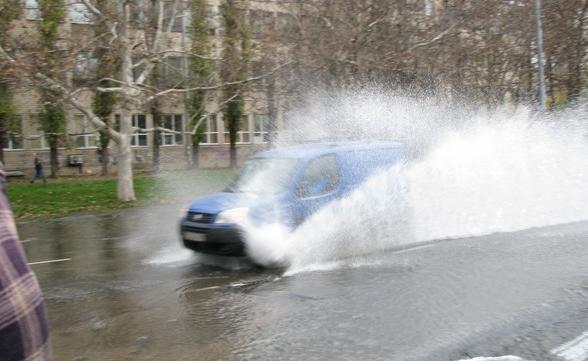 Из-за прорыва труб затопило несколько районов Одессы