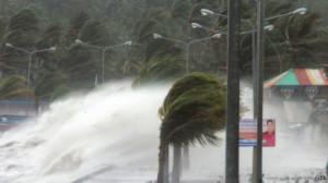Более 100 человек стали жертвами сильнейшего тайфуна на Филиппинах