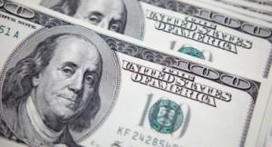 Украинцы активно скупают валюту: объем торгов вырос вполовину