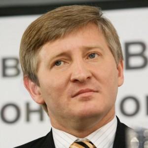 Ринат Ахметов решил вопрос денежных переводов в ЛНР и ДНР