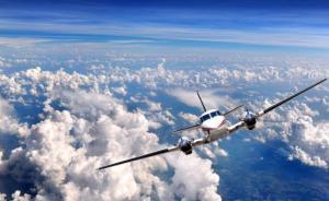 Самолет в небе