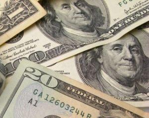 Почему доллар на межбанке настолько дешевле?