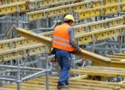 Украинские рабочие едут за границу из-за низких зарплат — Ярошенко