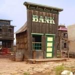 Какой банк надежнее: большой или маленький?