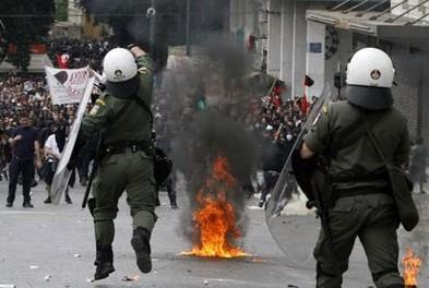 """Колыбель демократии"" охвачена массовыми протестами (фото)"