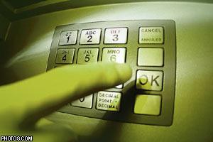 Каким образом и почему в украинских банкоматах пропадают деньги?
