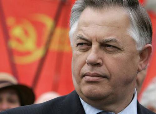 Симоненко отказался предоставить журналистам декларацию о доходах за 2012 год
