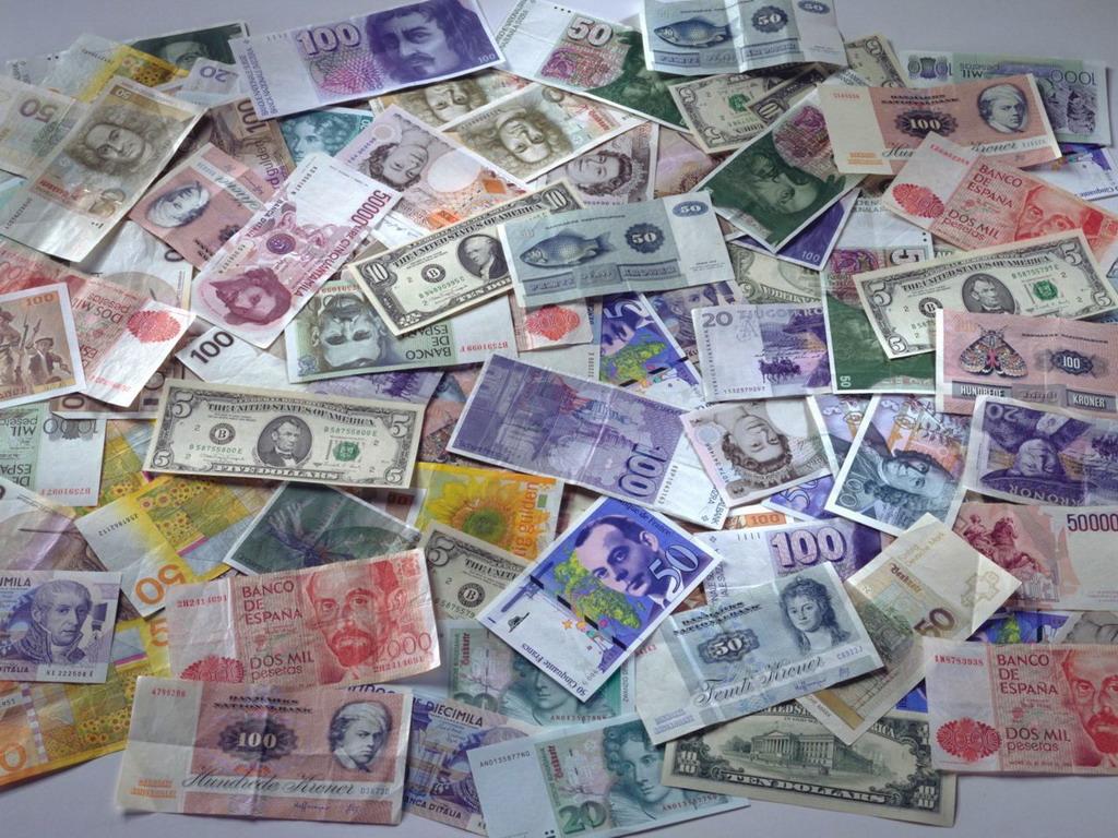 Украинские граждане избавляются от валюты