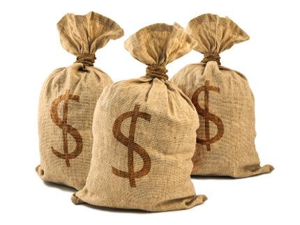 Украинцы бросились забирать свои доллары с банков