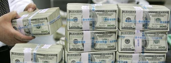 НБУ: Украинцы в 2013 году сократили скупку иностранной валюты в 17 раз