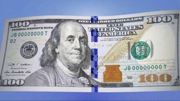 Сегодня в США поступает в обращение новая 100-долларовая купюра