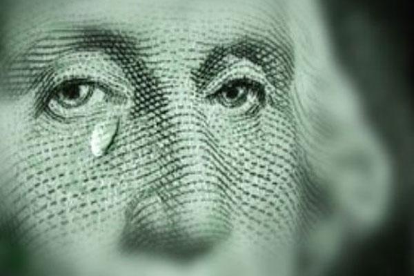 Почему украинцы так спешат обменять наличную валюту