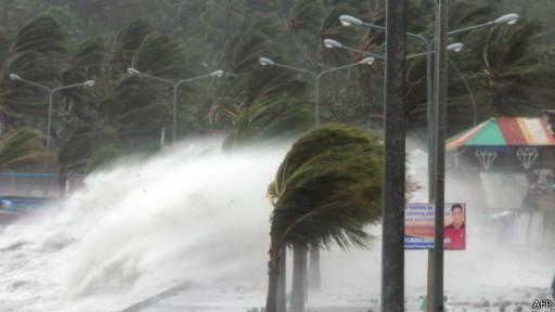 Из-за супертайфуна на Филиппинах погибли около 100 человек