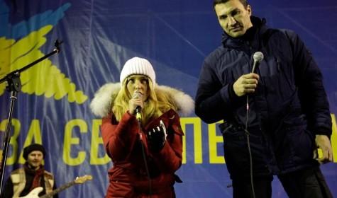 Невеста Кличко выступила на Евромайдане