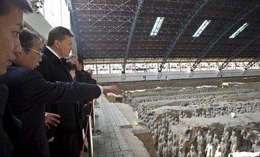 Янукович осмотрел бойцов терракотовой армии императора Цинь Шихуан-ди