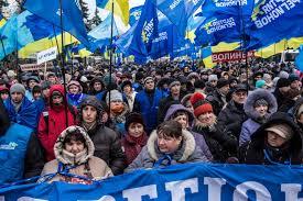 Завтра регионалы начнут сворачивать митинг в поддержку власти