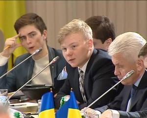 Что сказал на «круглом столе» карманный студент Януковичу