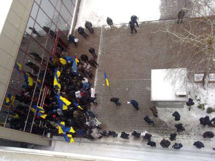 За митинг под посольства ЕС «титушкам» платят по 300 гривен