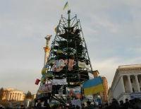 В Киеве на каркасе елки повесился житель Волыни