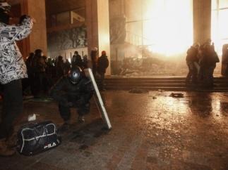 МВД: два милиционера ранены во время штурма Украинского дома