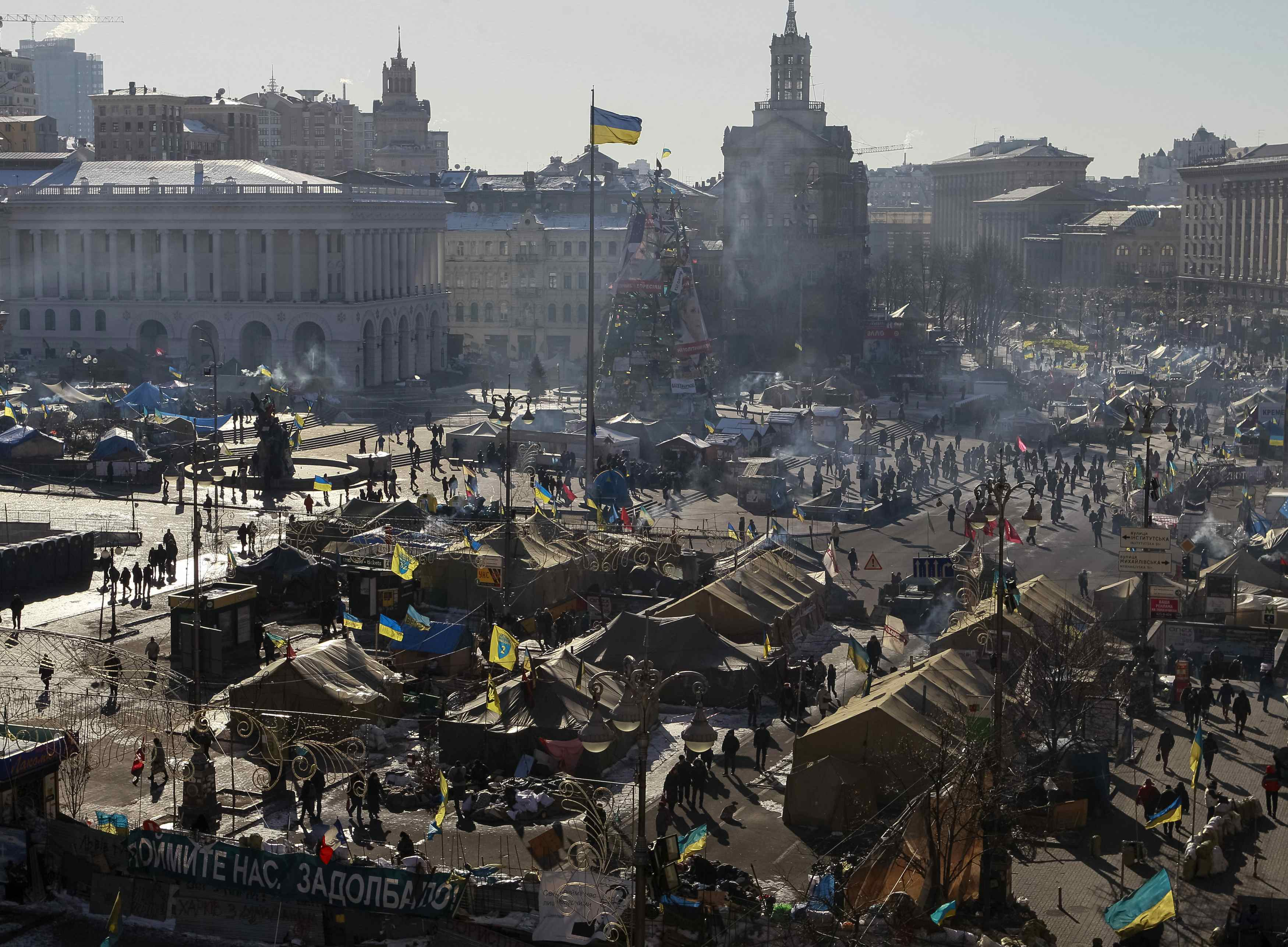 Кто пришел разбирать баррикады Майдана: видео