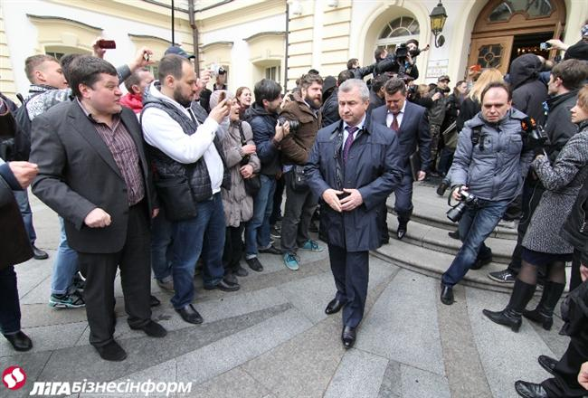Самооборона и Правый сектор сорвали экстренный съезд судей в столице