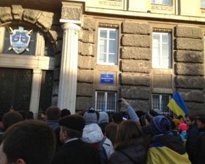 Во Львове штурмовали прокуратуру, требуя отставки прокурора