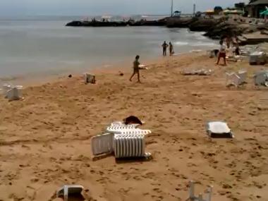 Камера наружного наблюдения зафиксировала аномальную волну в Одессе