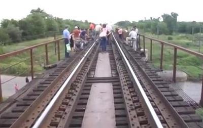 В сети появилось видео с места подрыва моста в Запорожской области