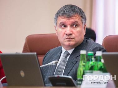 Аваков назвал взрывы в Донецке «мирными»