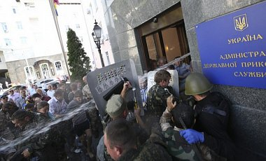 Аваков грозится силой разогнать Майдан под Госпогранслужбой