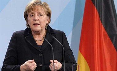 Меркель призвала Францию приостановить продажу Мистралей России