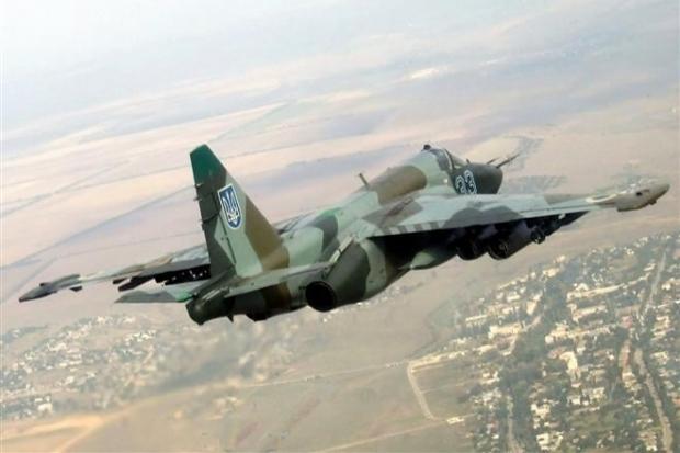 Российский военный самолет сбил украинский Су-25 в небе Донбасса