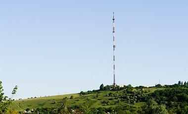 На горе Карачун под Славянском после обстрела рухнула телевышка