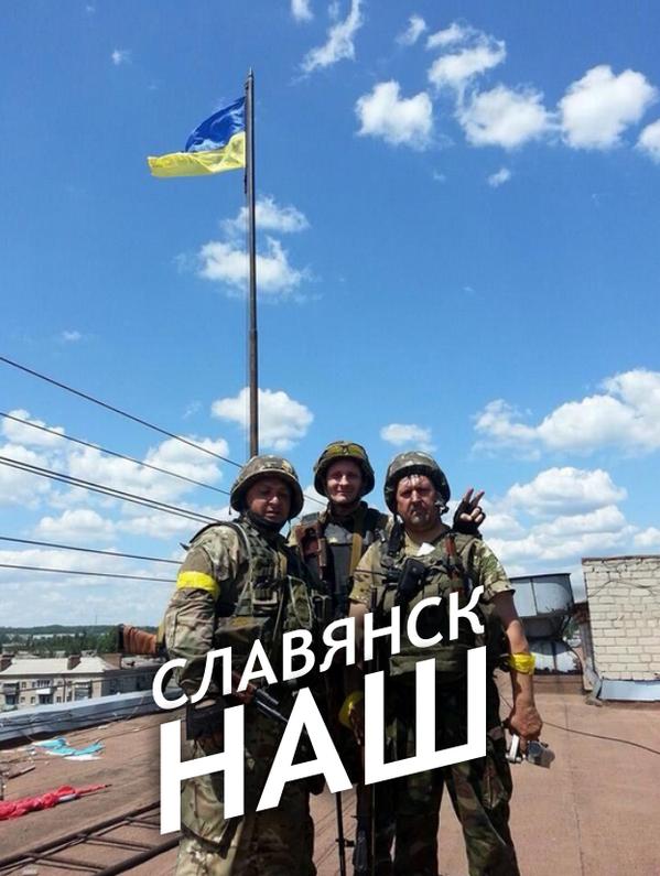 Над горсоветом Славянска подняли украинский флаг