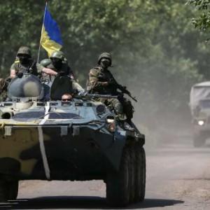 Ukrainian troops are seen on a road in the eastern Ukrainian town of Kramatorsk
