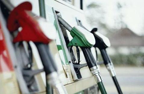 В Штатах подешевел бензин