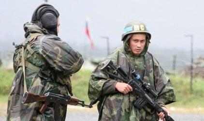 Российские «миротворцы» с белыми флагами цинично обстреливают города Донбасса