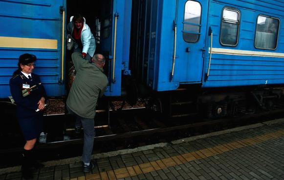 Уехать с Донбасса станет сложнее