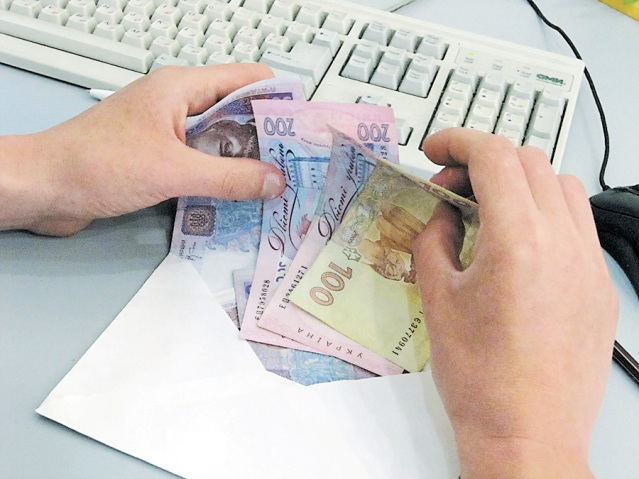 В Украине растет долг по зарплате