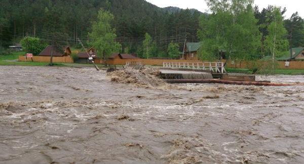 На Алтае наводнение: затоплены сотни домов
