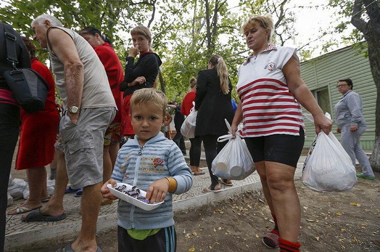 Какую помощь получают переселенцы из Донбасса?