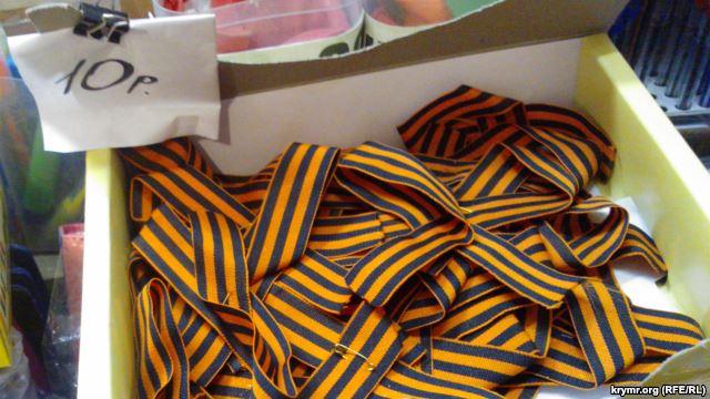 Матери жалуются: заставляют детей носить георгиевские ленты в школах