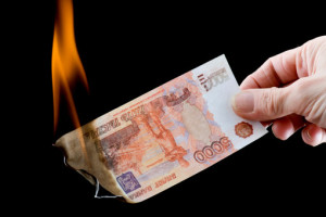 Рубль дешевеет на фоне удешевления нефти