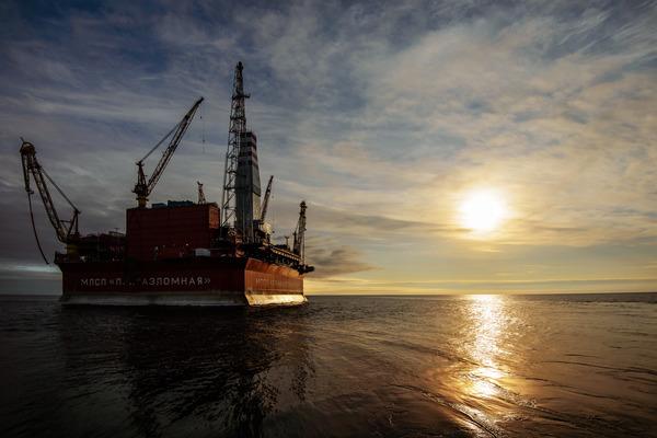 Нефтегазовые компании РФ откладывают проекты из-за санкций