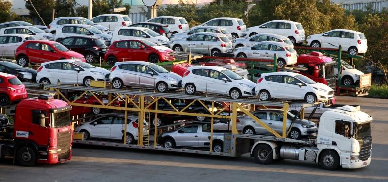 Досрочная отмена спецпошлин на авто в Украине: последствия и подробности